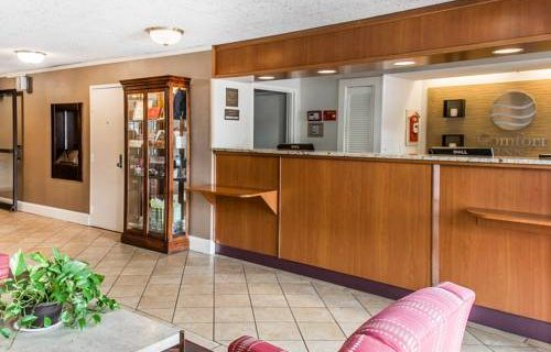 Comfort Inn Boston lobby