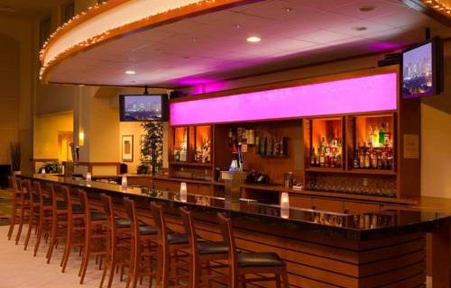 Embassy Suites Boston bar