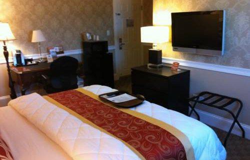Rodeway Inn Boston bedroom
